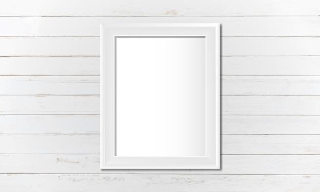Marco blanco en blanco en la pared