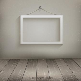 Marco blanco colgado en la pared
