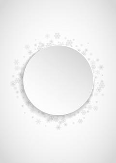 Marco de copos de nieve sobre papel blanco