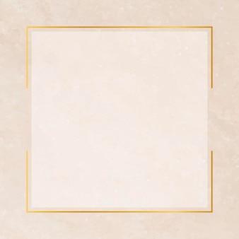 Marco cuadrado dorado sobre fondo naranja pastel