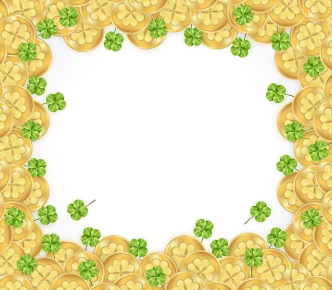 Marco del día de san patricio con adornos de monedas de oro brillantes y trébol sobre fondo blanco.