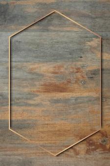 Marco dorado sobre fondo de madera grunge