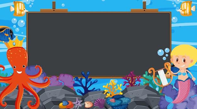 Marco con escena submarina en segundo plano.