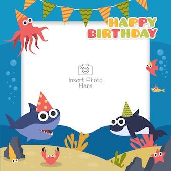 Marco de feliz cumpleaños con personaje de dibujos animados de animales marinos