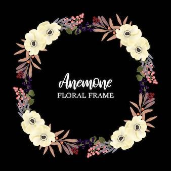 Marco floral del círculo de la guirnalda con la anémona