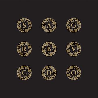 Marco de flores doradas con ilustración de una plantilla de carta de logotipo con arte lineal