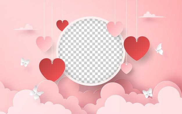 Marco de fotos en blanco con globo en forma de corazón en el cielo día de san valentín romántico