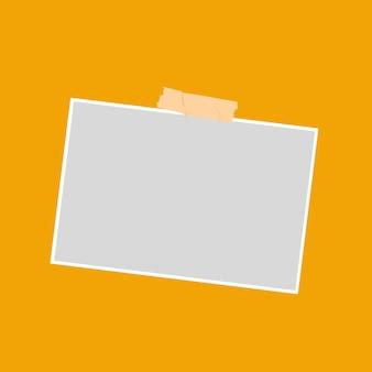 Marco de fotos grabado sobre fondo naranja