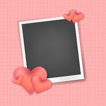 Marco de fotos realista con decoración de corazones