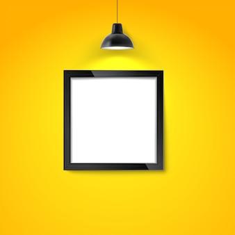 Marco de imagen en la pared amarilla con lámpara colgante. marco de fotos en blanco o plantilla de póster.