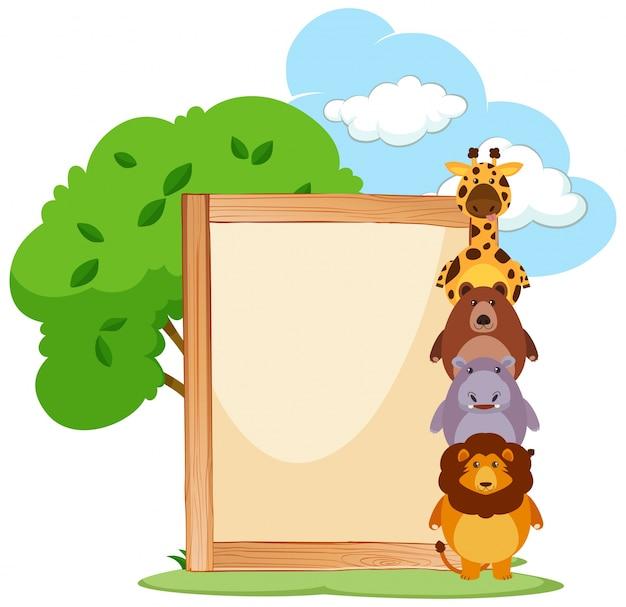 Marco de madera con animales lindos en el lado