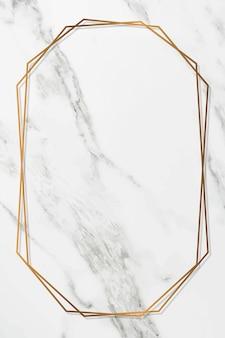 Marco de oro octágono sobre fondo de mármol blanco