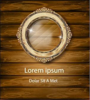 Marco de oro real de la foto oval sobre fondo de madera