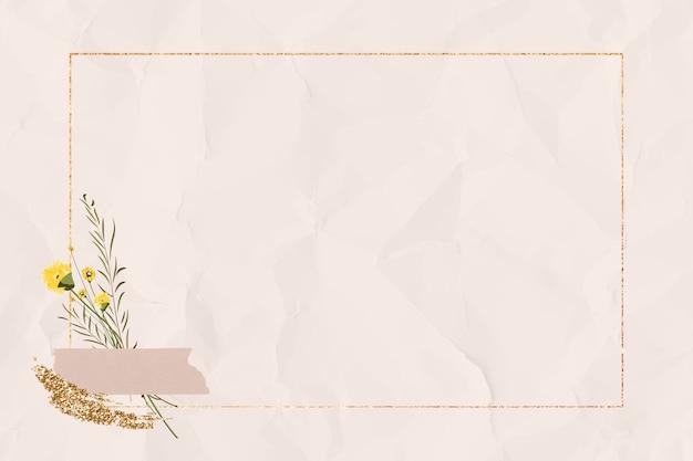 Marco de oro rectángulo en blanco sobre papel arrugado