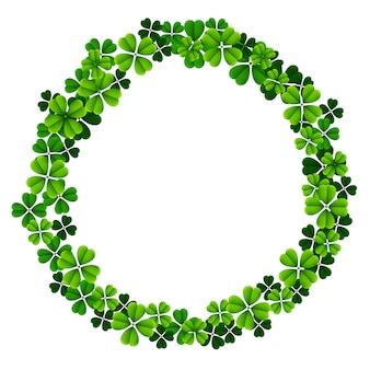 Marco redondo del día de san patricio con tréboles verdes