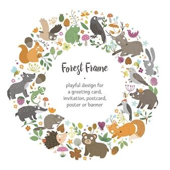 Marco redondo de vector con animales y elementos del bosque. banner de temática natural. plantilla de tarjeta de bosque divertido lindo.