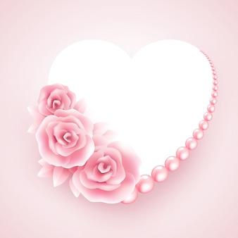 Marco de rosas rosadas, perlas y corazón.