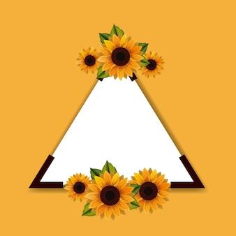 Marco triangular con hermosa decoración de flores
