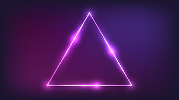 Marco triangular de neón con efectos brillantes sobre fondo oscuro. telón de fondo de techno que brilla intensamente vacío. ilustración vectorial.