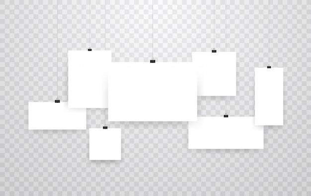 Marcos de fotos colgantes en blanco o plantillas de carteles aisladas en transparente. foto colgada, portafolio de la galería de papel de marco