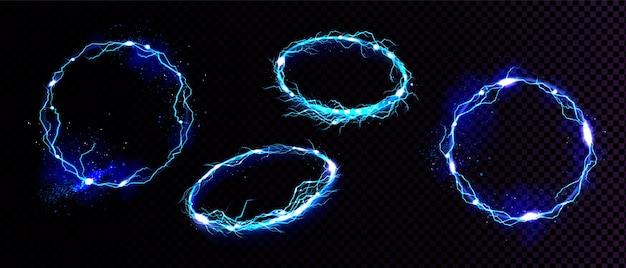Marcos de rayos eléctricos, bordes brillantes digitales circulares en la vista frontal y en ángulo. vector realista conjunto de descarga chispeante redonda azul aislada
