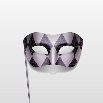 Máscara de fiesta de disfraces de carnaval sobre un fondo de palo