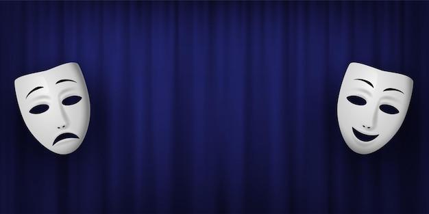 Máscara teatral de comedia y tragedia aislada sobre un fondo de cortina azul