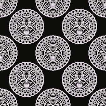 Máscaras de tiki hawaianas de patrones sin fisuras de vector. cabezas de ídolos, cultura antigua maya, símbolos indígenas tradicionales, dioses maoríes antiguos.