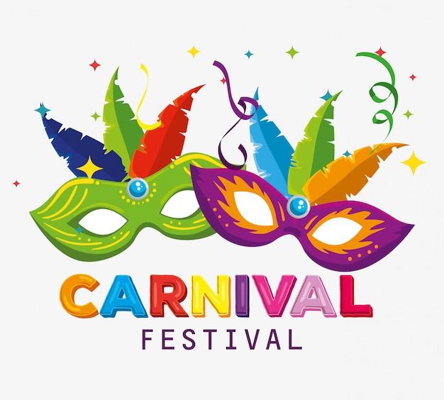 Máscaras tradicionales con decoración de plumas para el festival de carnaval