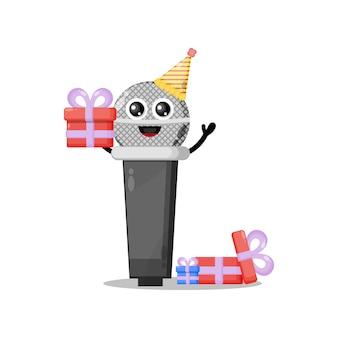 Mascota de personaje lindo de micrófono de cumpleaños