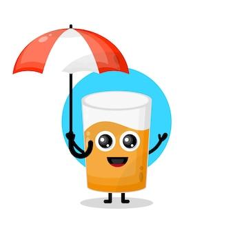 Mascota de personaje lindo vaso de jugo de paraguas