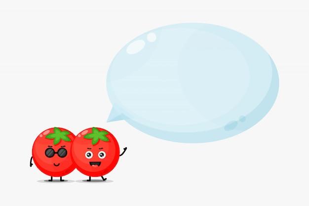Mascota de tomate lindo con discurso de burbuja