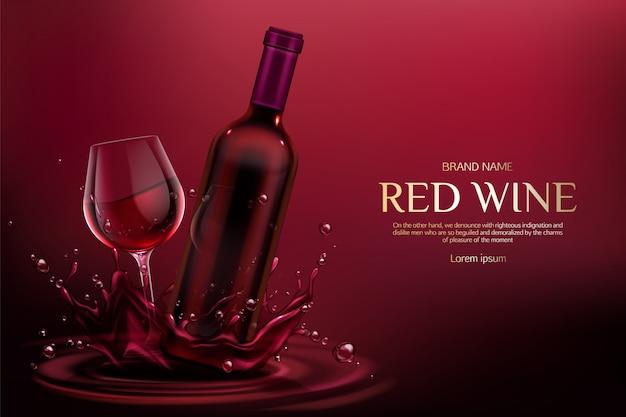 Matraz en blanco cerrado y copa de vino con bebida de vid de alcohol en salpicaduras y gotas de líquido de color burdeos