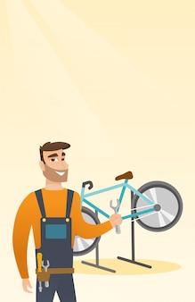 Mecánico de bicicletas caucásico trabajando en un taller de reparaciones.