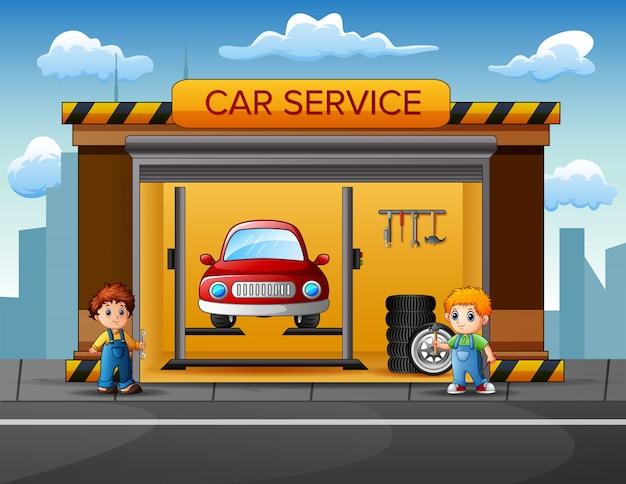 Mecánicos quieren reparar coche en garaje