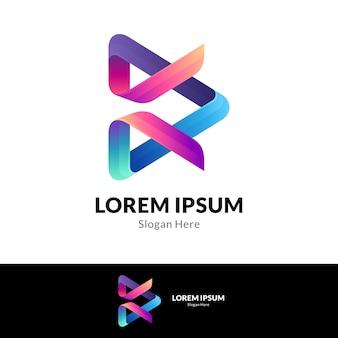 Media play y concepto de logotipo de combinación de letra k