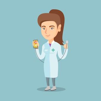 Médico que muestra la aplicación para medir el pulso cardíaco.