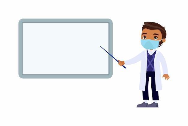 Médico varón de piel oscura apunta a un tablero de demostración médica en blanco. un médico con bata blanca, un personaje con una máscara protectora en el rostro. protección contra virus, concepto de alergias.
