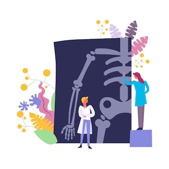 Médicos discutiendo y examinando, radiografía de los resultados del paciente