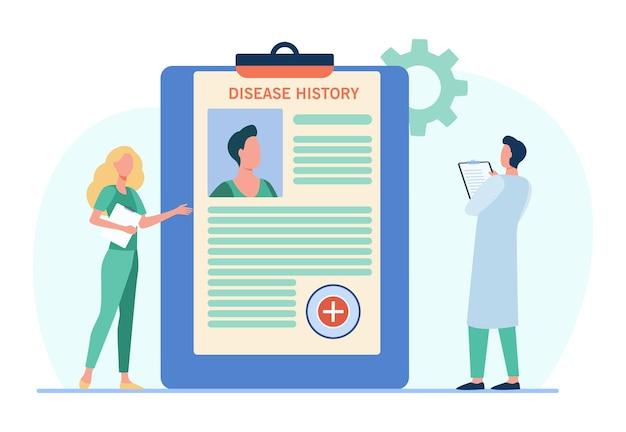 Médicos que analizan el historial de enfermedades de los pacientes.