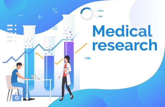 Médicos de sexo masculino y femenino trabajando en laboratorio.