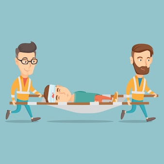 Médicos de urgencias llevando al hombre en camilla.