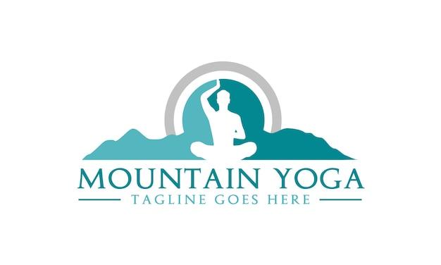 Meditación yoga con diseño de logotipo de montaña