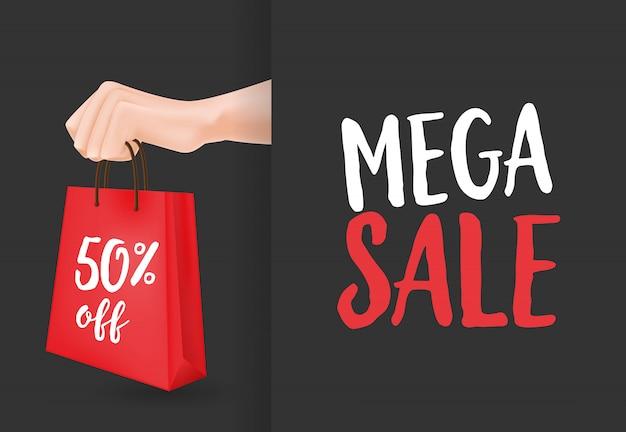 Mega venta, cincuenta por ciento de descuento en letras, mano y bolsa de compras