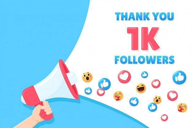 Megáfono de mano shout gracias por seguir en las redes sociales.