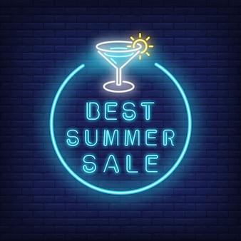 Mejor texto de neón de venta de verano y cóctel en círculo. oferta de temporada o anuncio de venta