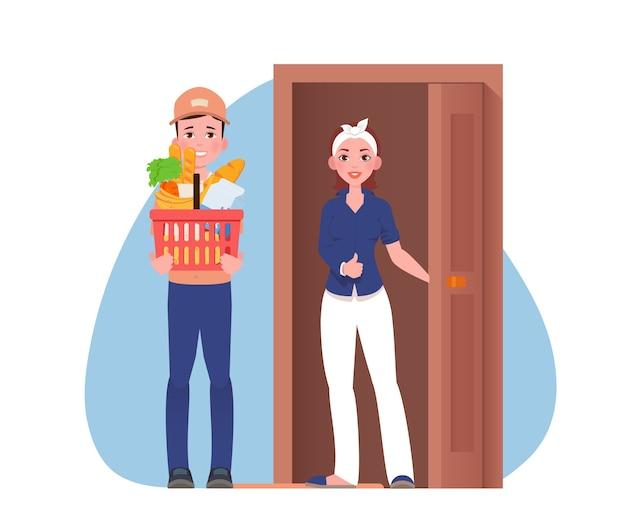 El mensajero entrega el paquete al cliente cerca de la puerta.