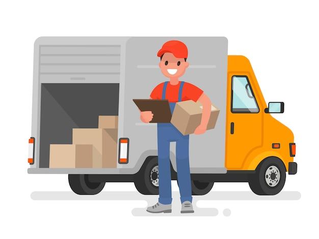 Mensajero con el paquete en el fondo de la furgoneta de servicio de entrega
