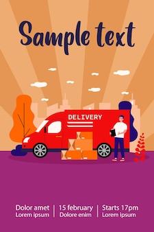 Mensajero positivo o cartero de pie cerca de su camión y montón de cajas