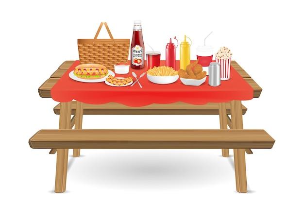 Mesa de picnic de madera con comida rápida y bebida